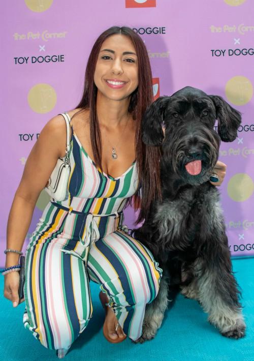 Meran Ríos junto a su mascota. (Suministrada)