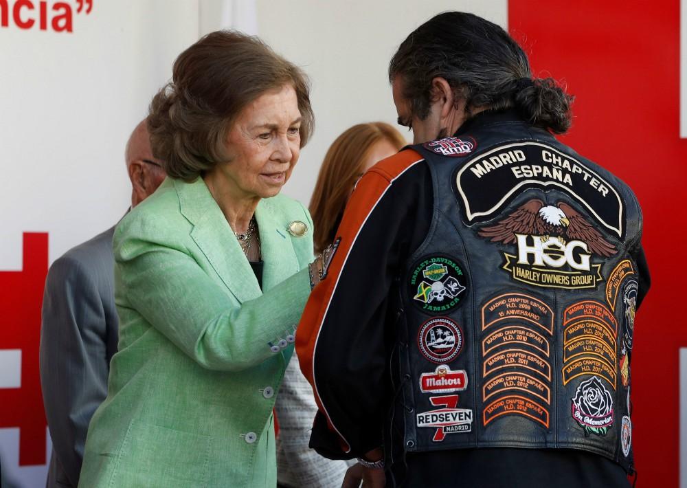 La reina Sofía durante la cuestación con motivo del Día de la Banderita de la Cruz Roja, el 4 de octubre en Madrid. (Foto: EFE)