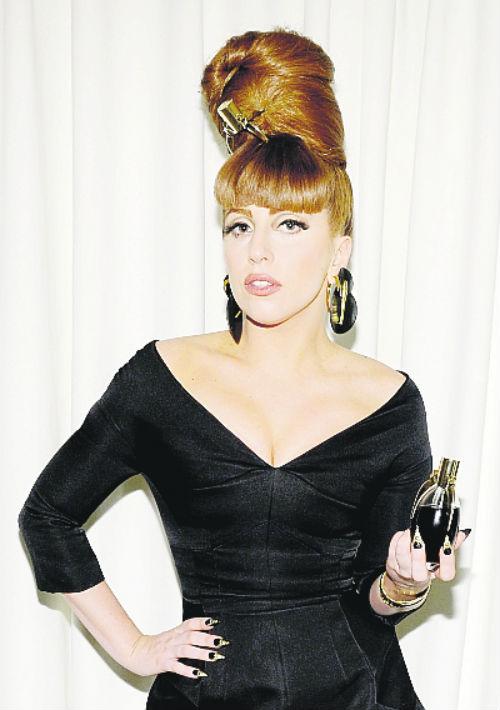 """Lady Gaga. Con """"Fame"""" la artista se inició en el mundo de las fragancias. La fragancia mezcla lágrimas de belladona, corazón de tigre triturado, orquídea con velo negro de incienso, albaricoque, gotas de azafrán y miel para obtener un singular perfume de color negro que, en el momento en que entra en contacto con el aire, se vuelve invisible. (Foto: Archivo/ GFR Media)"""