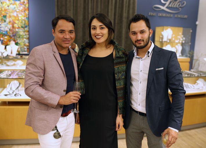 Luis Bernard, Aliheris Santos y Miguel Carrasquillo, en la apertura de Lido Jewelers en The Mall of San Juan.