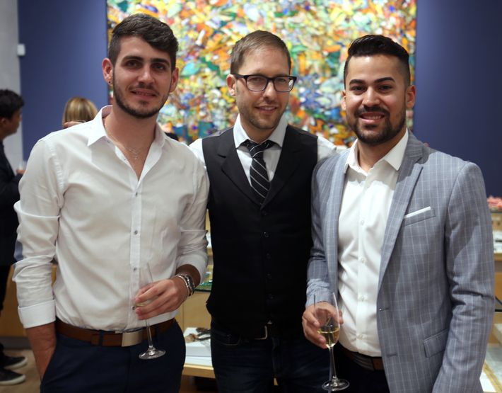 Carlos Alvarado, Mathew Campbell y Jesús Nieves, en la apertura de Lido Jewelers en The Mall of San Juan.