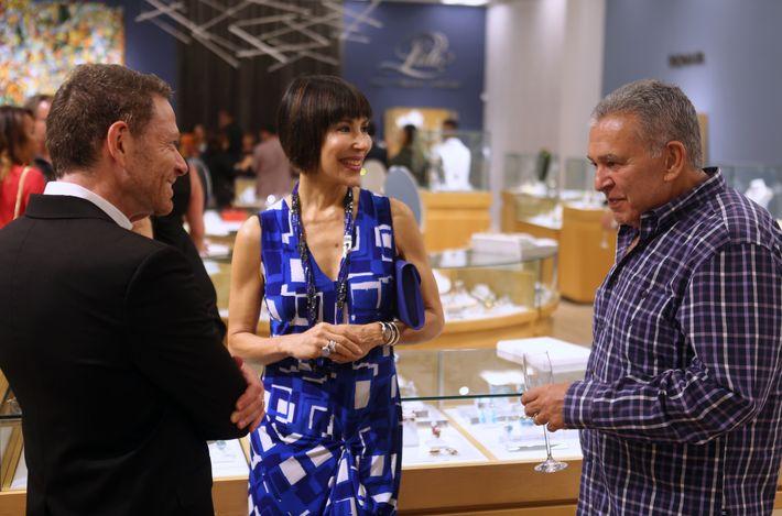 Isaac Demel, Caridad Fernández y Francisco Pujol, en la apertura de Lido Jewelers en The Mall of San Juan.