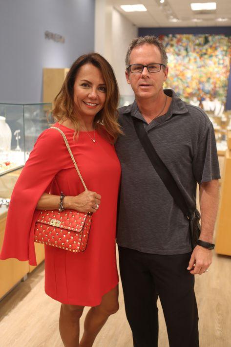 Mario García y Claudia Villate, en la apertura de Lido Jewelers en The Mall of San Juan.