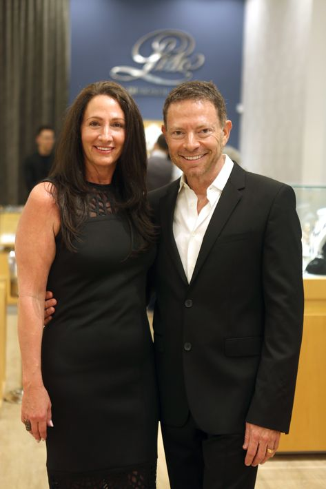 Iris e Isaac Demel, en la apertura de Lido Jewelers en The Mall of San Juan.