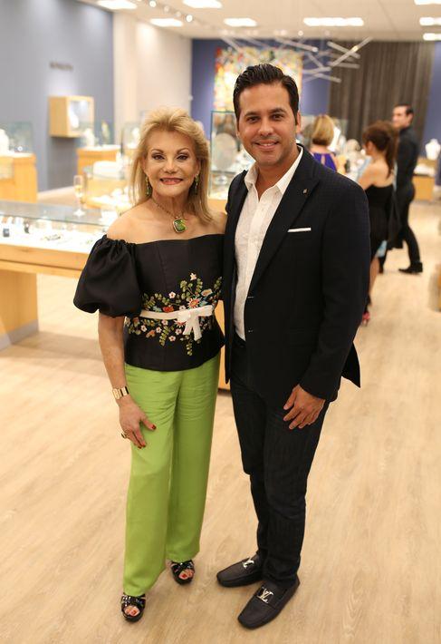 Ana María Cabán y Erick Cruz, en la apertura de Lido Jewelers en The Mall of San Juan.