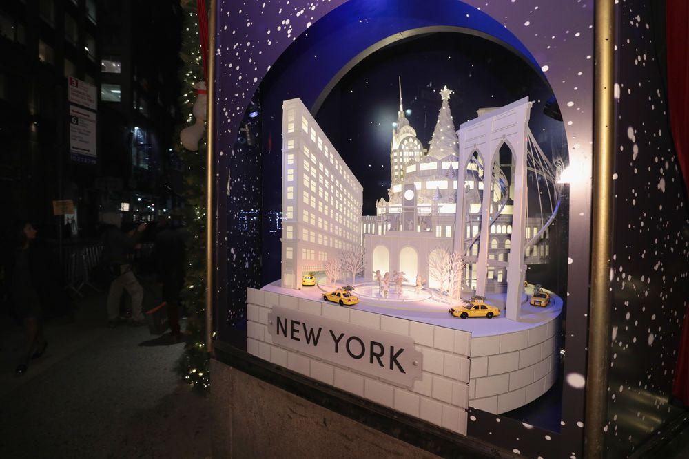 """En """"The Best and the Brightest"""", Lord & Taylor rinde tributo a la ciudad de Nueva York durante el invierno. Para componer y completar los escaparates -con el taller de Santa Claus, un circo, y otras escenas festivas- se necesitaron 75 personas y 35,000 horas de trabajo. (Foto WGSN)"""