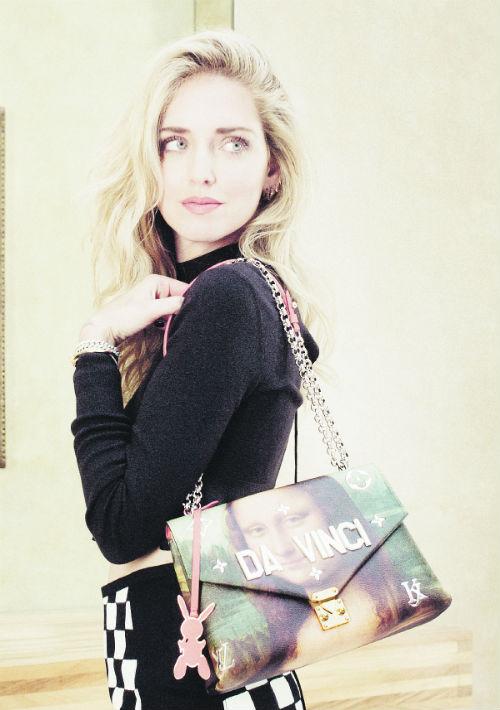 La famosa bloguera Chiara Ferragni con una de las carteras de La Gioconda. (Suministrada)