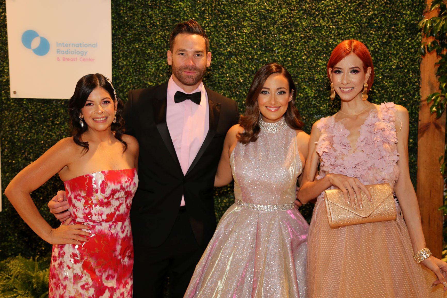 Darleen junto a Jaime Mayol y Karla Monroig en la última celebración del  Pink Gala de Susan G. Komen (Archivo/GFRMedia)
