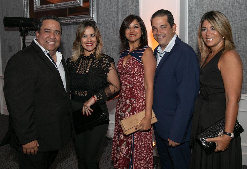 Luis y Sandry Rivera junto a Nilda Ortiz, Carlos Fortuño y  Alexandra Esteva. Foto suministrada