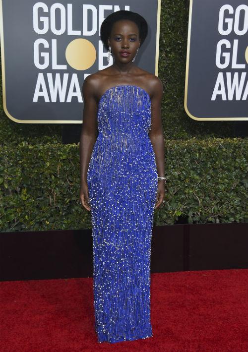 "La actriz de ""Black Panther"", Lupita Nyong'o lució un vestido de Calvin Klein. (Foto: AP)"