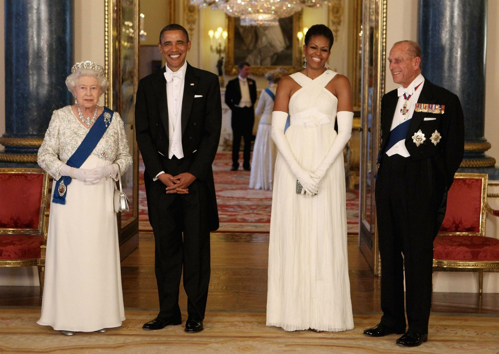 Durante mayo de 2011 realizó una visita -junto a su esposo- a la reina Isabel II.