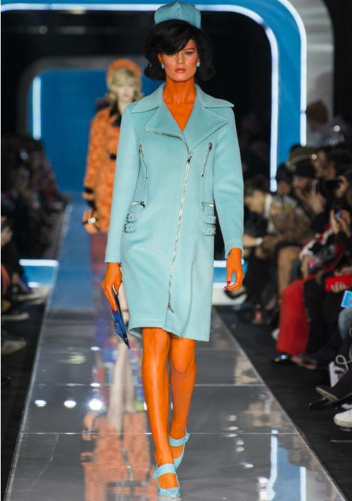 """Para lograr un """"look"""" fuera de este mundo, los rostros de varias modelos fueron pintados de distintos colores. (WGSN)"""