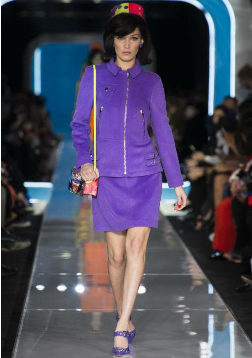 La silueta de los diseños se mantuvo fiel a la líneas de los trajes que lucían las mujeres para el 1960. (WGSN)