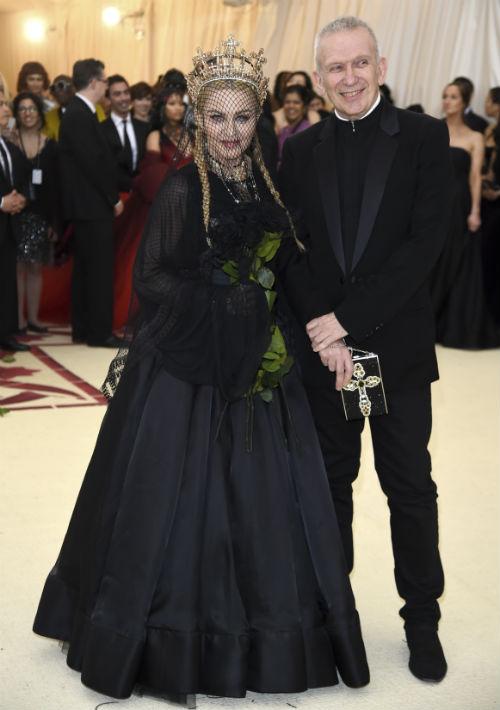 Madonna y Jean Paul Gaultier (AP)