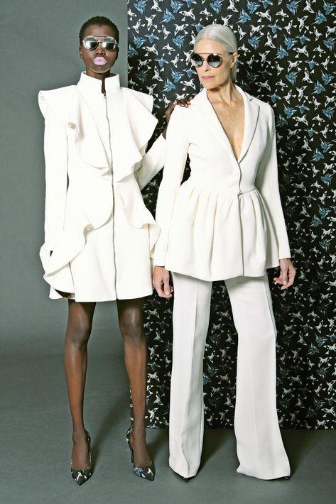 """Desde la clásica camisa blanca, la falda y el pantalón de pierna recta hasta la chaqueta -tipo """"blazer"""" o en denim- el traje largo y el """"jumpsuit"""" se convierten en alternativas que te permiten insertarte en esta corriente de la moda."""