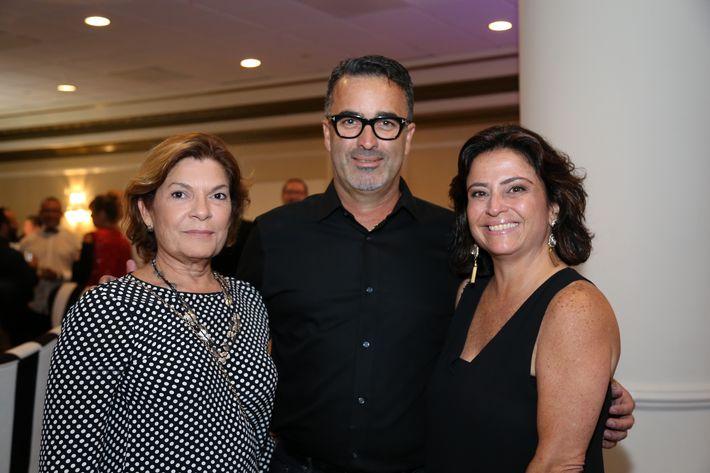 Loren Li Ortiz, Paco Vargas y Luzyrene Mendoza, en los Premios Cúspide 2017.