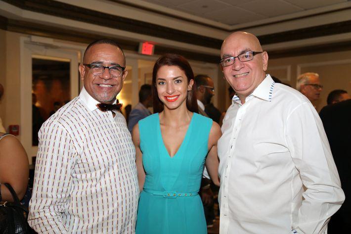 Jimmy Bauza, Stephanie Shaloka y Eliezer García, en los Premios Cúspide 2017.