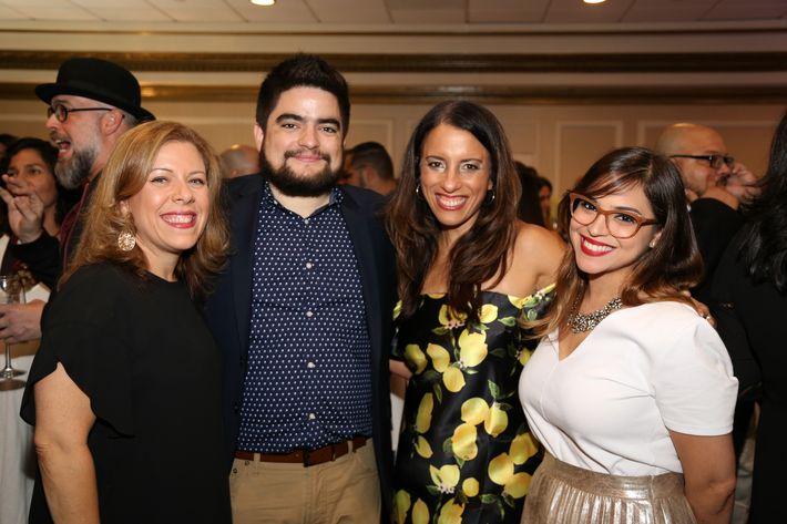 Marielucy Gratacos, Arturo Dávila, Barbara Rivera y Hazel Dalmau, en los Premios Cúspide 2017.