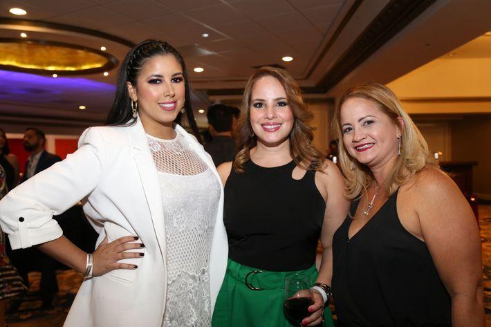 Cristina Palmer, Lyanette Davila y Michelle Vallejo, en los Premios Cúspide 2017.