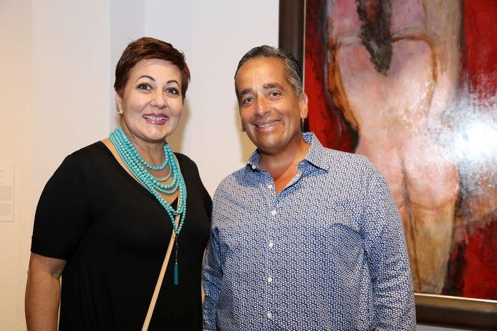 """Eileen Méndez y  Juan Ernesto Ayala, en la inauguración de la exposición """"Encuentros / Desencuentros"""" en la sede de la Fundación Casa Cortés."""