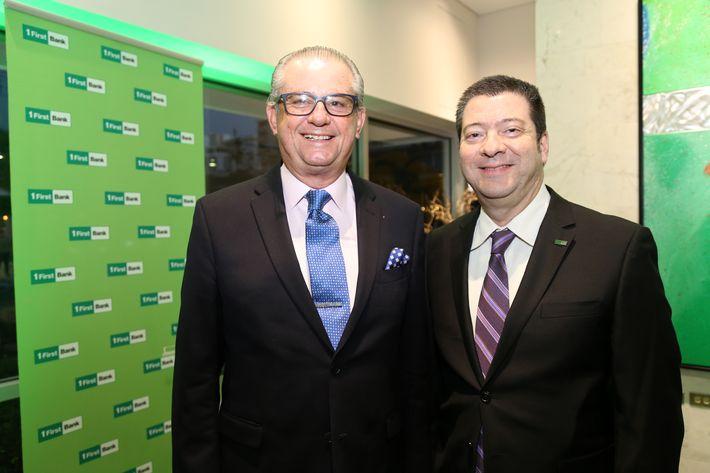 Pedro Hernández y Carlos Power, en la inauguración de la Unidad de Platinum Banking y sucursal de FirstBank.
