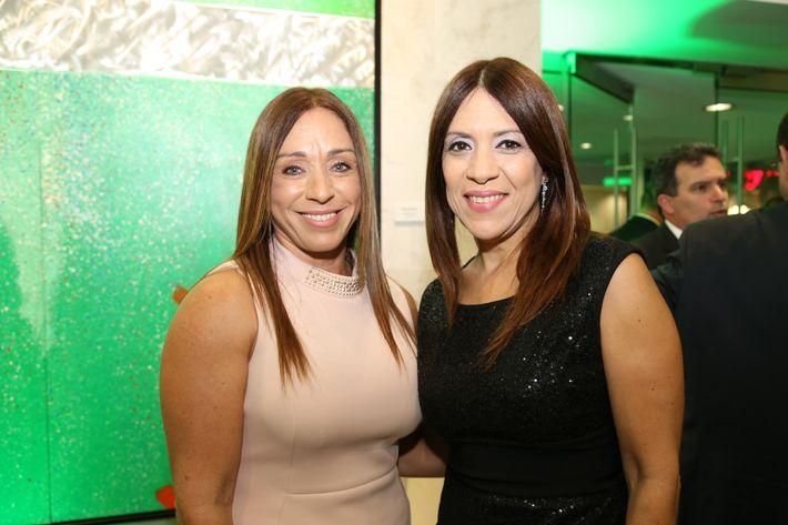 Carmen Sánchez y Eliadis Carrasquillo, en la inauguración de la Unidad de Platinum Banking y sucursal de FirstBank.