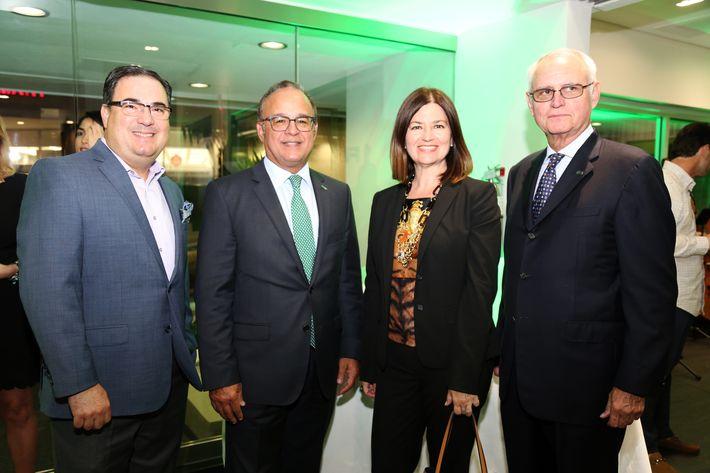 Humberto Rovira, Aurelio Alemán, Carmen Rocafort y José Menéndez, en la inauguración de la Unidad de Platinum Banking y sucursal de FirstBank.