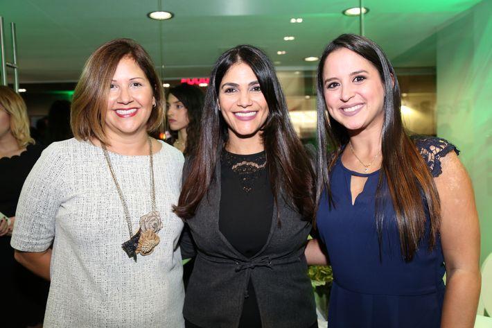 Lourdes Figaredo, Mari Carmen Crespo y Adriana Ursulich, en la inauguración de la Unidad de Platinum Banking y sucursal de FirstBank.
