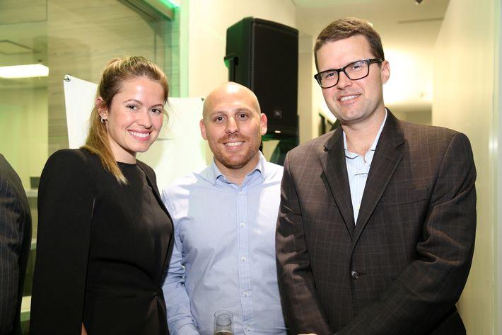 Blanca López, Wilfredo Valentín y Edward McGrath, en la inauguración de la Unidad de Platinum Banking y sucursal de FirstBank.