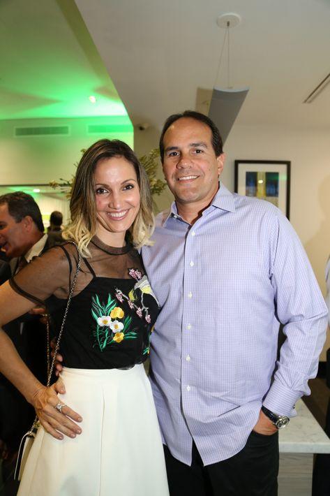 Ivonne Rodriguez y Benjamín Rivera, en la inauguración de la Unidad de Platinum Banking y sucursal de FirstBank.