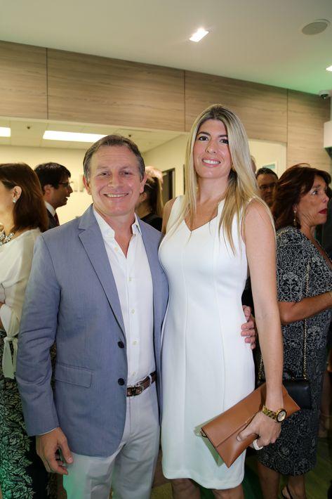 Martín Pirillo y Mónica Sánchez, en la inauguración de la Unidad de Platinum Banking y sucursal de FirstBank.
