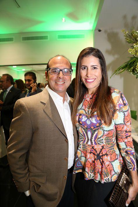 Carlos Rodríguez y Yaniza Bravo, en la inauguración de la Unidad de Platinum Banking y sucursal de FirstBank.