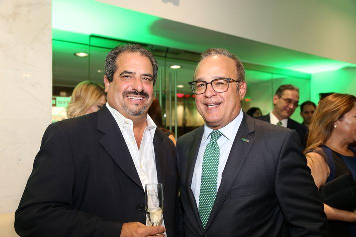 César Figueroa y Aurelio Alemán, en la inauguración de la Unidad de Platinum Banking y sucursal de FirstBank.
