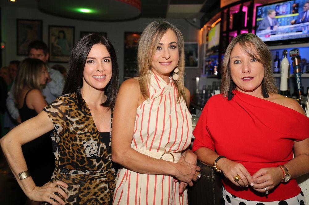 Marisol Torres junto a un par de invitadas. Foto Nichole Saldarriaga.