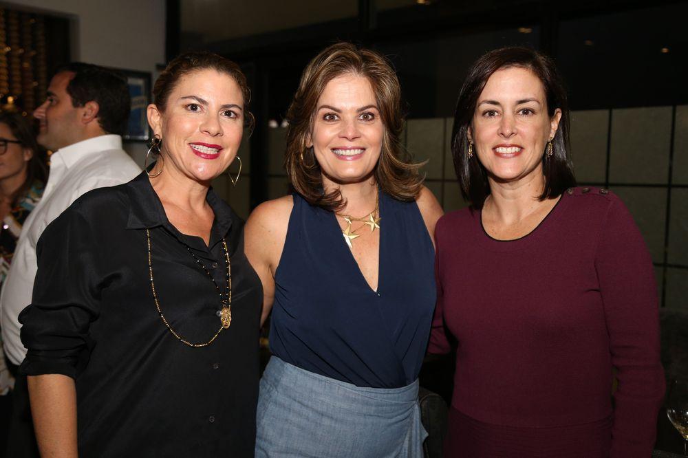 Fernanda Rubio y sus amigas. Foto Nichole Saldarriaga.