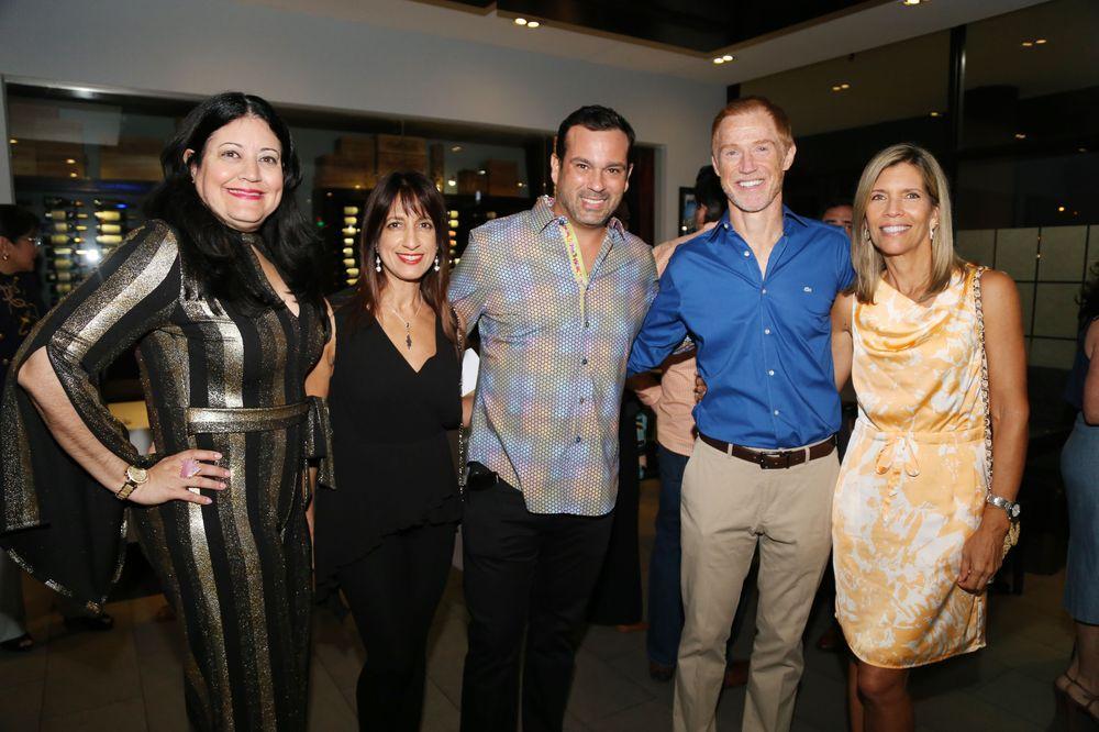 Bohemarie Barnes, María Vázquez, Rafael Barrera, Michael y Maga McDonald.Foto Nichole Saldarriaga.