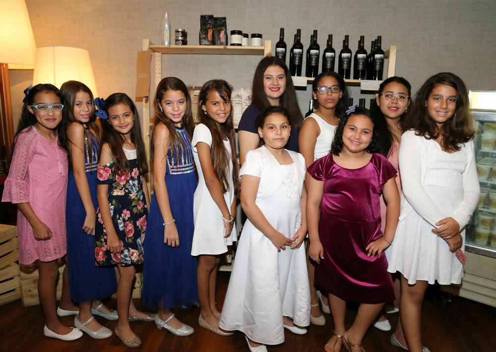 Grupo de apoyo de niñas de la comunidad. (Foto: Nichole Saldarriaga)