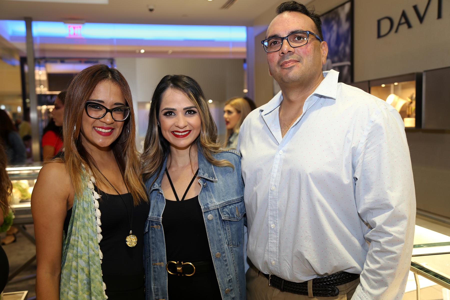 Vanessa Rivera, Wilnahir Báez, Ivan Girona. (Nichole Saldarriaga)