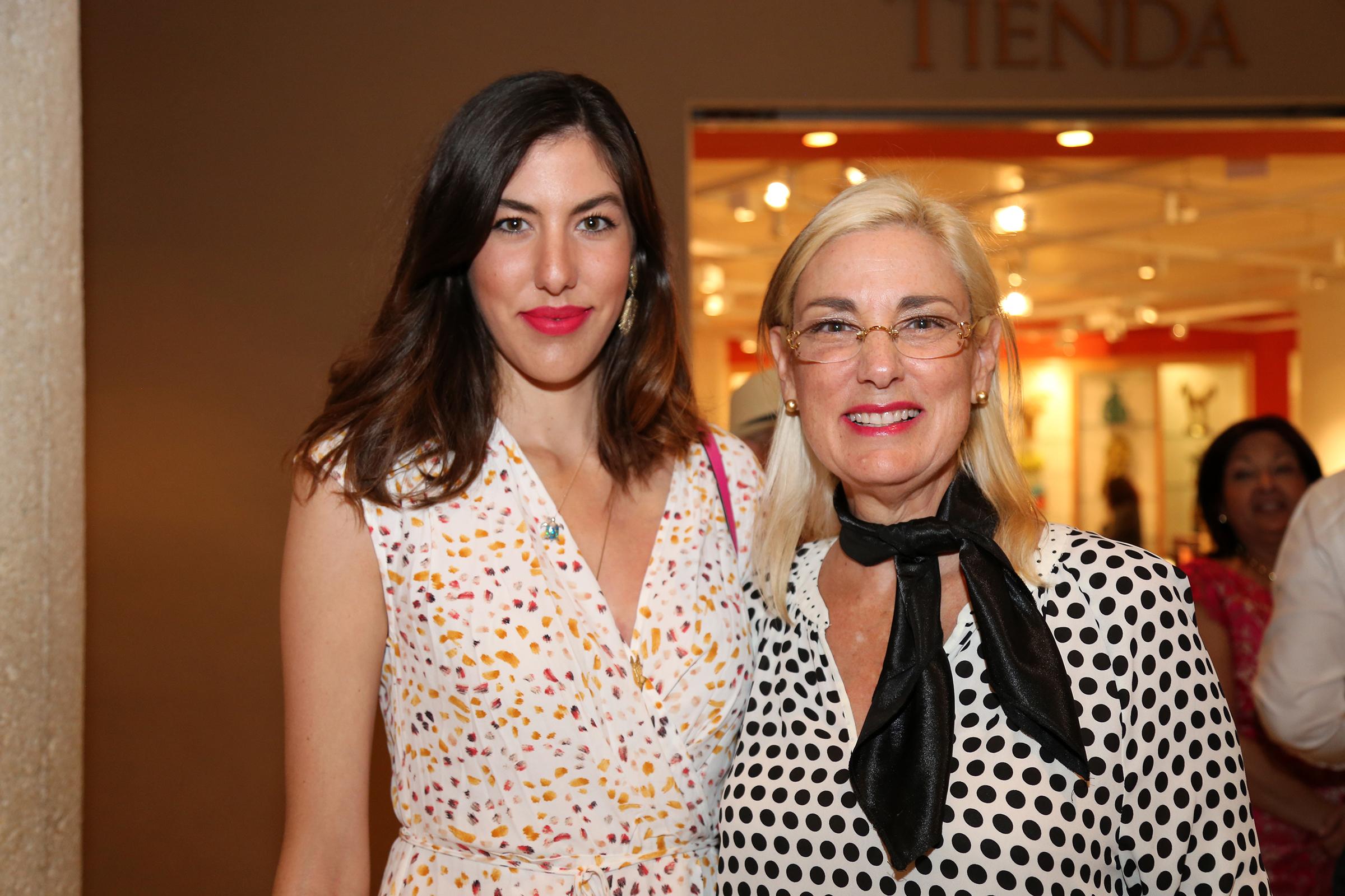 Alejandra Medina y Lynnette Fernández. Nichole Saldarriaga