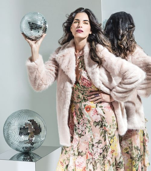 La moda de fin de año consiste de terciopelo, transparencias, lentejuelas y colores metalizados. (Foto: Rosario Fernández Esteve)