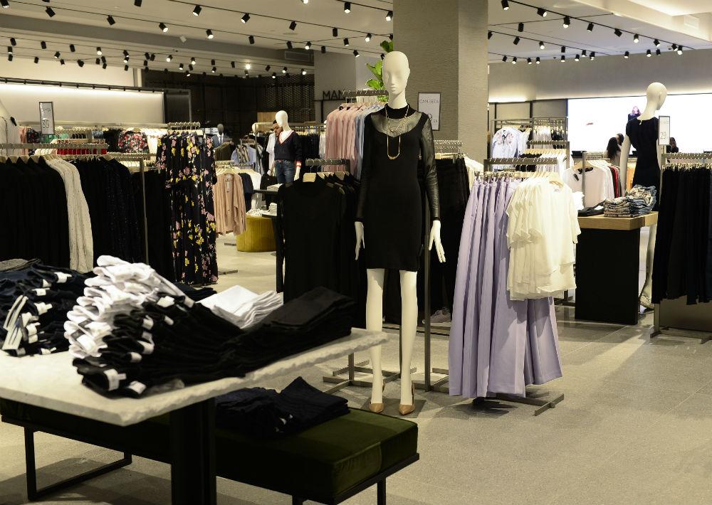 El color de la temporada es el lila, el cual al igual que el negro y otros tonos pastel, tiene gran presencia en el inventario de la tienda. (Foto: Gerald López-Cepero)