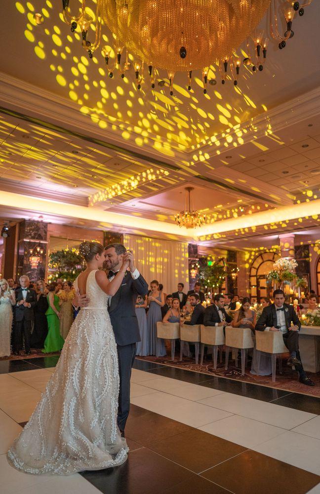 Marivioli Casellas y José Emilio Sierra en su baile de recién casados.Fotografía Wilo Rosado