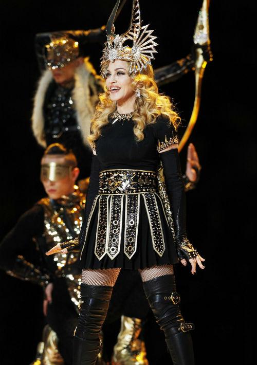 2012 - Madonna en el espectáculo del medio tiempo del Super Bowl. (Archivo)