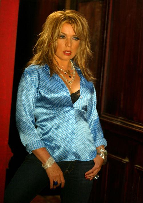 A mediados de la década pasada, Ednita llevaba el cabello en un tono rubio bastante claro y un corte con muchas capas. (Foto: Archivo/ GFR Media)