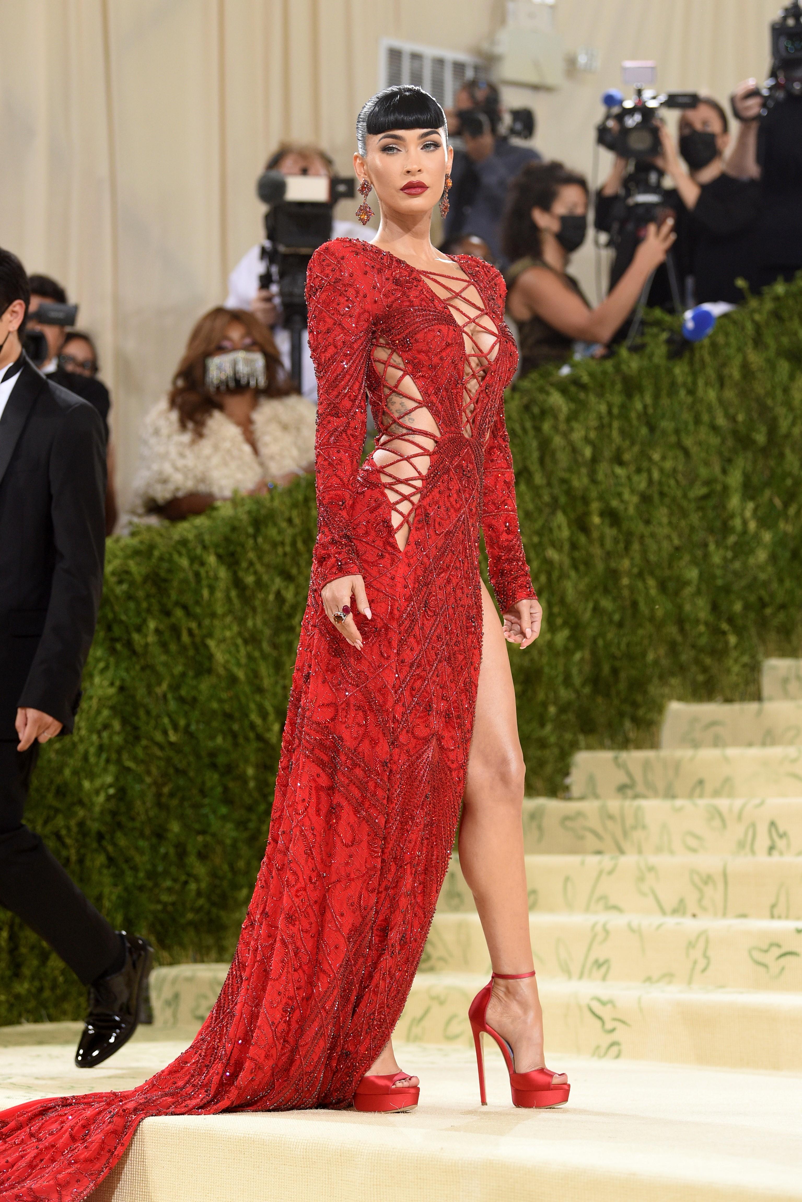 La actriz Megan Fox en un diseño de Peter Dundas.