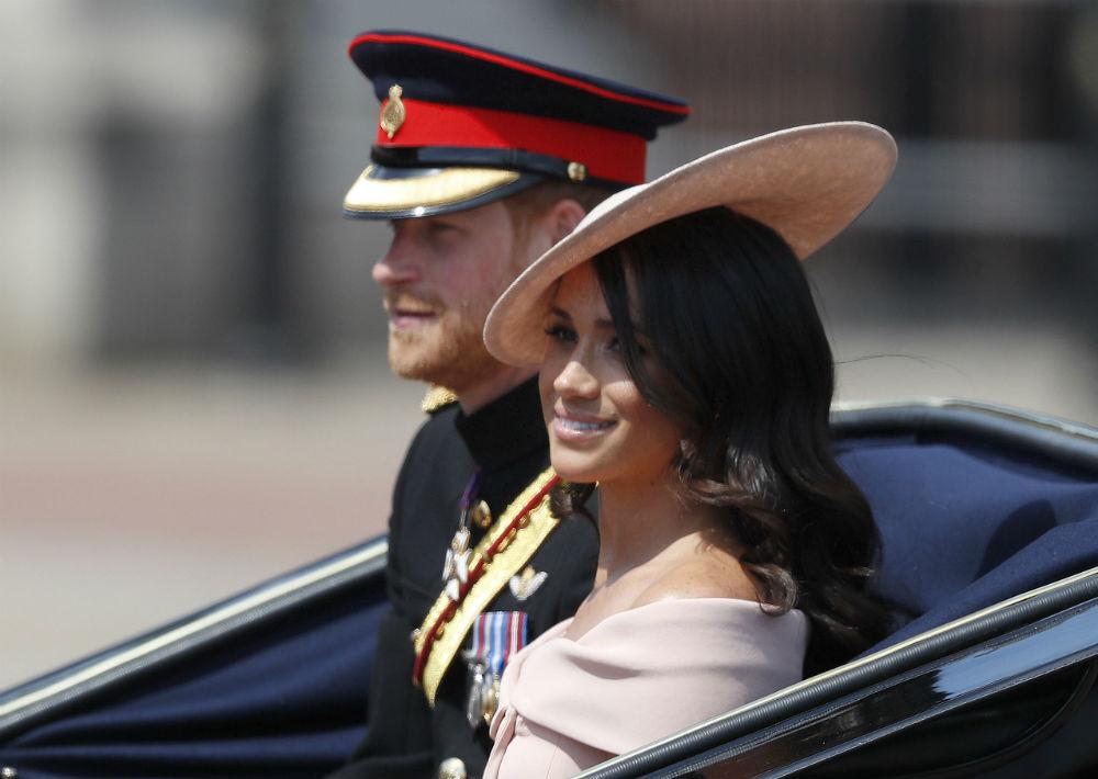 La pareja acaba de regresar de su luna de miel, según asegura la prensa británica. (AP)