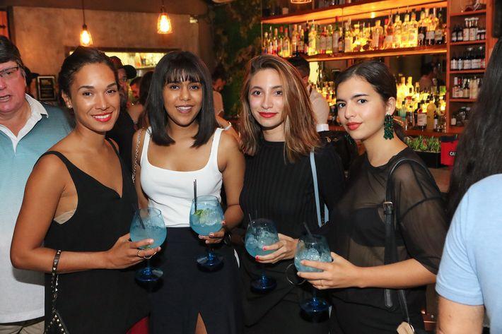 Melissa Jiménez, Kisai Ponce, Carla Fernández y Andrea Devoto.