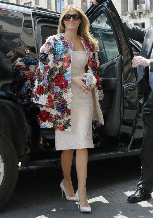 A finales del mayo pasado, su ropa dio de qué hablar pues seleccionó una colorida y florida chaqueta de Dolce & Gabbana -que salió a la venta en $51,000 -para un almuerzo con las esposas de los líderes del G7 durante la reunión realizada en Sicilia, Italia. (Foto: AP)