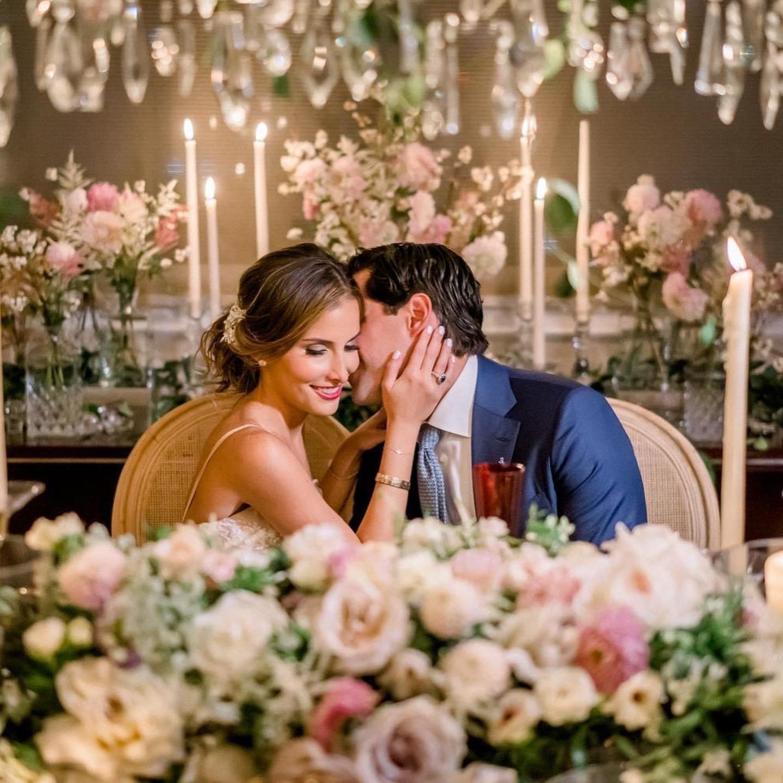 Ceremonia y recepción: Parroquia Stella Maris y residencia de los padres de la novia (José Ruiz Photography)