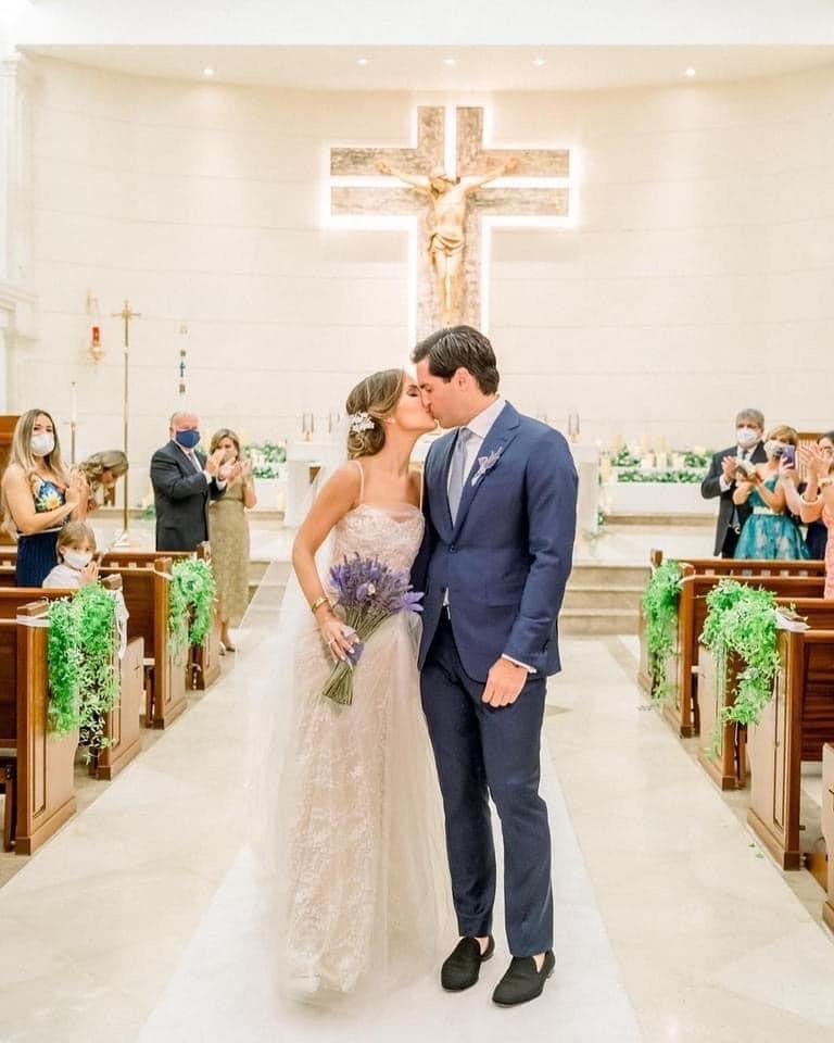 Vestido de la novia: Vera Wang. Arreglo personal: Junior Meléndez. Atuendo del novio: Ermenegildo Zegna (José Ruiz Photography)